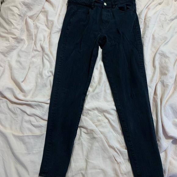 Size 8 Regular AE black skinny jeans
